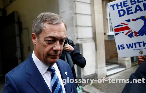"Nigel Farage จะออกจากรายการทอล์คโชว์ของเขาทางวิทยุ LBC ด้วย ""ผลทันที"" สถานียืนยันเมื่อวันพฤหัสบดี สถานีขอบคุณผู้นำพรรค Brexit"