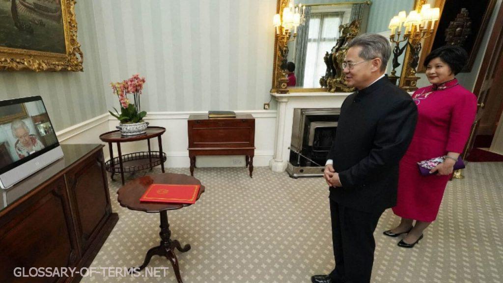เอกอัครราชทูตจีน ถูกสั่งแบนจากรัฐสภาอังกฤษ เอกอัครราชทูตจีนประจำสหราชอาณาจักรได้รับแจ้งว่าเขาไม่สามารถมาที่รัฐสภาได้ในขณะที่การคว่ำบาตร